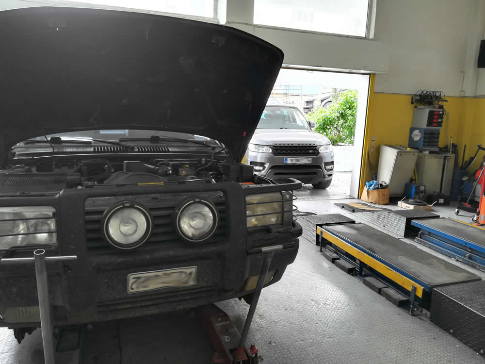 Υπηρεσίες συνεργείου Land Rover Jaguar: Σέρβις, Επισκευή, αντικατάσταση φρενών, Αντικατάσταση αερανάρτησης-αμορτισέρ-ελατηρίων, ΑΒS, σαζμάν, Διαφορικά εμπρός, Συνεμπλόκ, Επισκευή κινητήρα